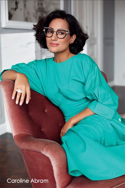 """踏著高跟鞋盡情過生活的女人 —— Caroline。  她將自身多元的背景和本身的與眾不同融合在優雅女人味之中。  跟女人們分享煥然一新的可能,並將女人的個人特色閃耀的呈現出來。  她設計的眼鏡有著豔麗的色彩,更有著讓人雙眼一亮的魅力新鮮感!  設計展現出鮮明色澤、帶點刺激,而有吸引力的外型。  Caroline Abram 的眼鏡系列是為了讓女人能夠  感到美麗、感受自己的感性,甚至是感受到自己本身。  是為了所有熱愛真我風采的女人所設計。  治好""""眼鏡不適合我""""症狀的靈藥,  Caroline 散播了造型眼鏡癮,讓女人們渴望帶著美麗的眼鏡自拍、  用多彩眼鏡去搭配包包鞋子。  眼鏡就是時尚女性最令人注目的主角配件。"""